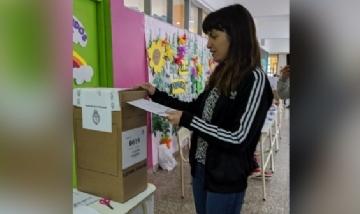 La Diputada provincial Fernanda Diaz participando de las elecciones 2019.