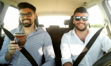 Wally y Gabriel mateando de viaje por la ruta nacional 5