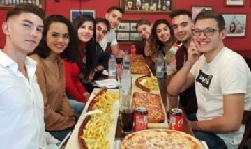 Marcos y sus amigos de peña en Palermo, CABA.