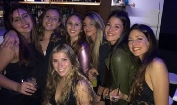 Peña de la facu de Kinesiología con Clarita y sus amigas. Rosario, Santa fe.