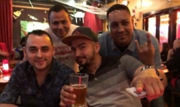 Danny y sus amigos de peña desde Atlanta, Estados Unidos.