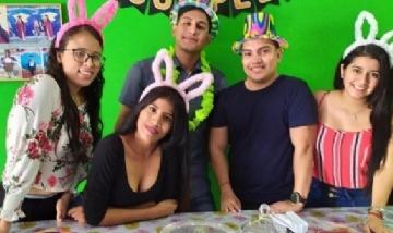 Santy festejando sus 23 con amigos en El Tirunfo, Ecuador.