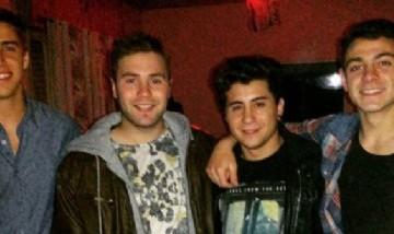 Renzo y sus amigos Rojas.