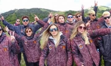 Agostina y todo su grupo disfrutando de Bariloche.