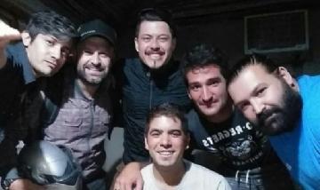 Jonatan y sus amigos de peña en Escobar.