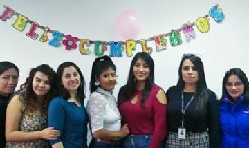 Liz festejando su cumple con amigas desde Quito, Ecuador.