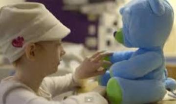 """Aseguran que los ositos robóticos generan """"emociones positivas"""" en nenes hospitalizados."""