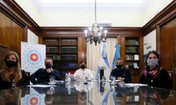 Kicillof y Larroque anunciaron una inyección económica para los niños y jóvenes de la provincia