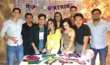 Arlet y sus amigos festejando su cumpleaños en San Francisco de Campeche, México.