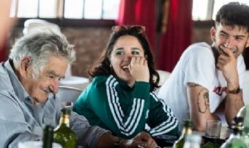 Ofelia Fernández conversando con el ex Presidente uruguayo, Pepe Mujica