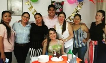 Flor festejando su cumple con la familia en Bogotá, Colombia.