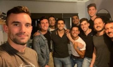Nico y sus amigos de peña en Chacarita, Buenos Aires.