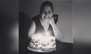 Tami festejando su cumpleaños en cuarentena desde Coruña, España.