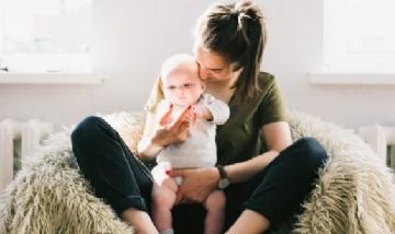 Abigail y bebu nos comparten una imagen de su cuarentena. Caba.