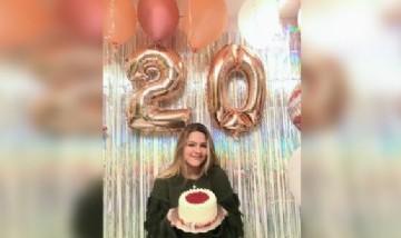 Lore festejando sus 20 en Valencia, España.