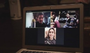 Simone y sus amigos de peña virtual para pasar la cuarentena en CABA.