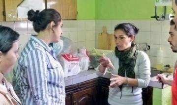 """Jóvenes de Carmen de Areco visitando el merendero """"Celebra la vida"""""""