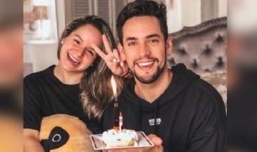 Gaby festejando su cumpleaños con su hermano Alejo. Panamá, EE.UU.