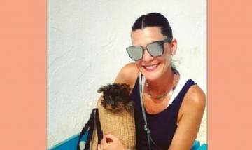 Almudena y su amor perruno en Sevilla