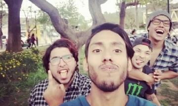 Javi y sus amigos de peña en Peñaflor, Chile.