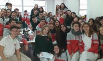Egresados 2019 desayunaron juntos antes de partir a Bariloche.