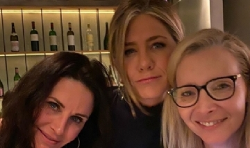 Jennifer Aniston (@jenniferaniston)