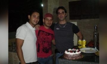 Manuel festejando su cumple con amigos en Espinho, Portugal.