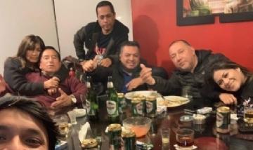 Salazar y sus amigos en Lima, Perú.