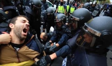 Fuerte represión policial a los independentistas catalanes
