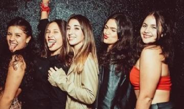 """""""Las Pochas"""" festejando el cumple de Viky en Merlo, San Luis.-"""