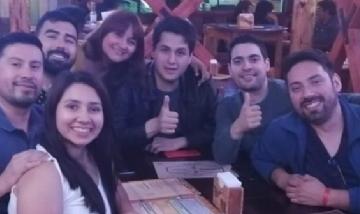 Valeria y sus amigos de peña desde Punta Vara, Chile.