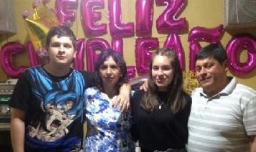 Jose disfrutando su cumple con familia desde Perú.