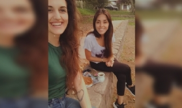 Virginia y su amiga mateando en Los Perales, Jujuy.