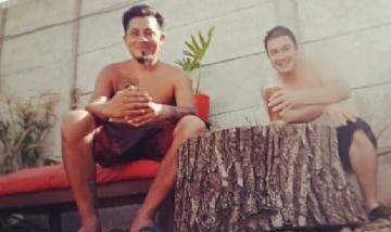 Charly y Jesús soportando el calor en Berazategui.