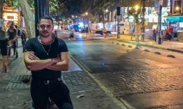 Fernando recorriendo la noche de Santiago de Chile.