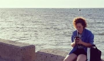 Tamara mateando en Cadiz, España.
