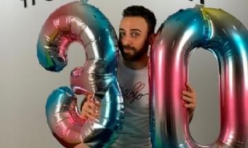 Rafa festejando sus 30 años en Madrid, España.