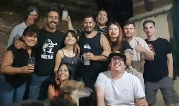 Carlos y sus amigos de peña en Monte Grande, Buenos Aires.