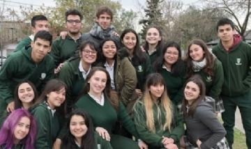 Juan Andreotti con los alumnos del Colegio San Fernando