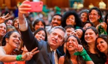 Alberto Fernández participó vía online de una entrevista con centennials argentinos