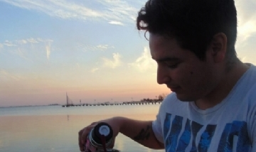 Brian Nahuel mateando en Junín, Buenos Aires.