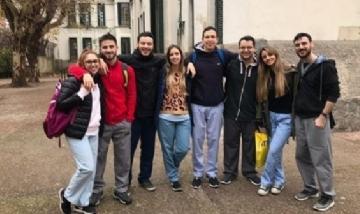 Clara y sus compañeros de la Facultad de Kinesiología. Rosario, Santa Fe.