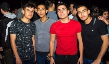 Fede y sus amigos en la noche de Castelli, Chaco.