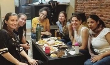 Rocío Belén y sus amigas de juntada en Avellanda, Buenos Aires.