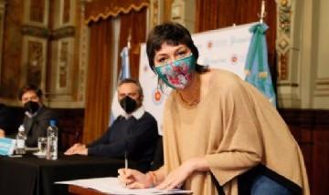 Mayra Mendoza firmó un convenio para incluir a Quilmes en el programa Potenciar Trabajo
