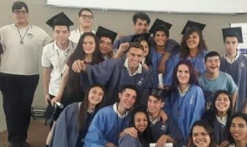 La promoción 2019 de 5° Eco de Rosario.