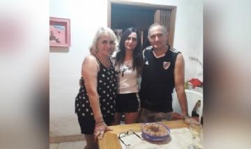 Caro festejando sus 27 con sus papás, en Villa Mercedes, San Luis.